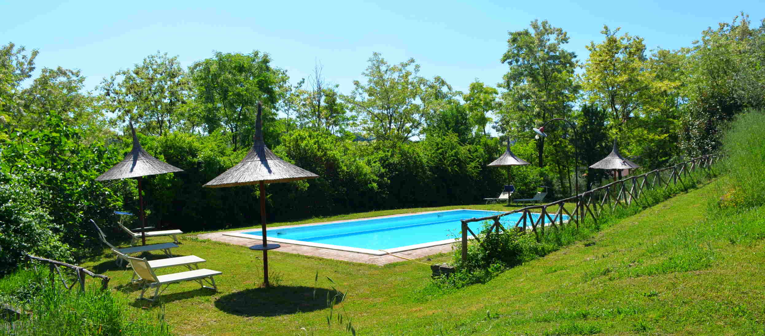 swimmingpool farmhouse