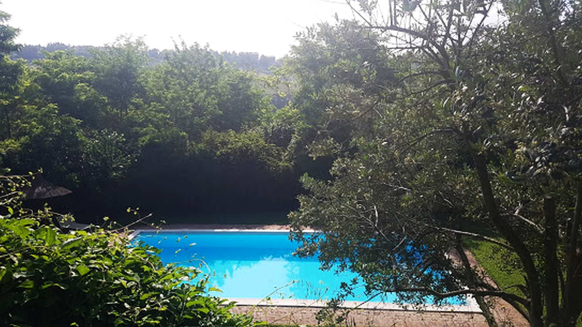 swimmingpool farmhouse